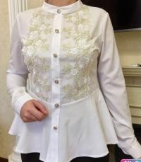 Блузка белая с гипюром