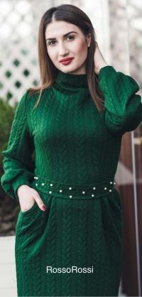Платье вязка с жемчугом зеленое