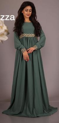 Платье пуговицы по спинке, цвета разные.