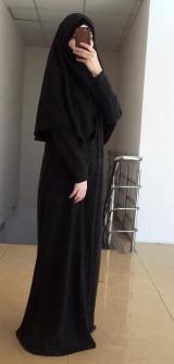 Платье с головным убором черное