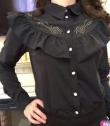 Блузка черная с воланом