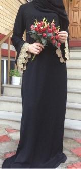 Платье черное с рукавами из гипюра