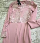 Платье с гипюром розовое