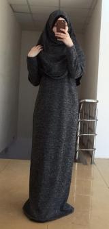 Платье с головным убором серое